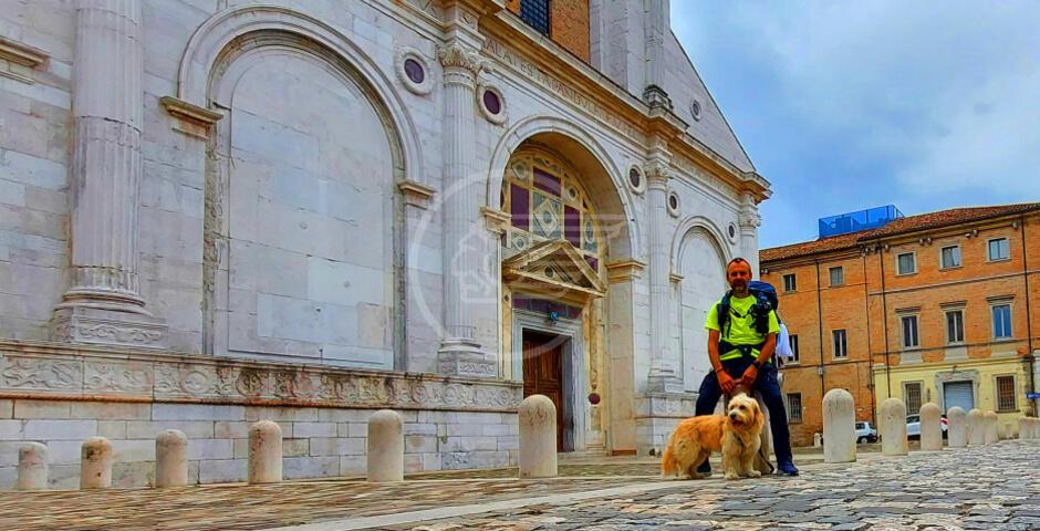 """""""Cammino a sei zampe"""" in 5 tappe fino a La Verna: l'avventura di Matteo e il suo cane"""