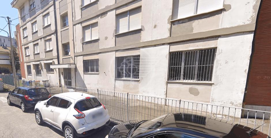 """Santi: """"La scuola di via del Pino sarà riverniciata anche esternamente"""""""