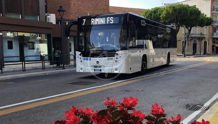 Disagi al trasporto pubblico, si muove la Prefettura: priorità agli studenti