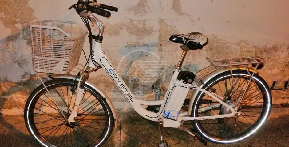 Occupazione abusiva di un alloggio, bici rubate e uso di droga: blitz della Polizia Locale