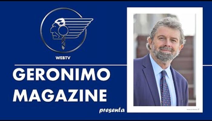 Elio Pari intervista l'avvocato Moreno Maresi durante la presentazione del numero 36 di Geronimo Magazine