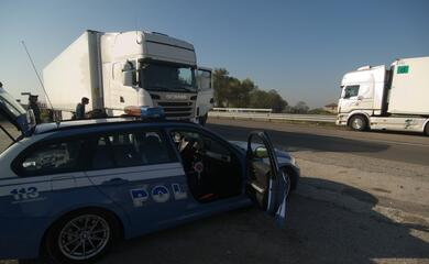 nuovi-controlli-della-polstrada-due-auto-senza-revisione