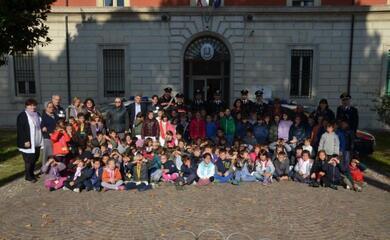 festa-delle-forze-armate-studenti-delle-primarie-in-visita-ai-carabinieri