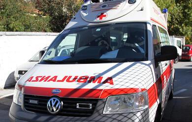 Immagine News - auto-contro-furgone-grave-43enne