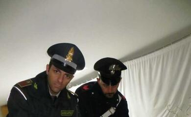 castello-carabinieri-e-finanza-scoprono-laboratorio-dormitorio-denunciati-due-cinesi