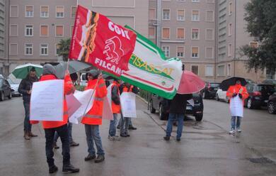 Immagine News - copura-sciopero-davanti-allospedale