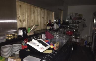 Immagine News - polizia-interrompe-razzia-notturna-in-un-bar.-arrestati-due-albanesi