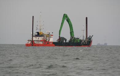 Immagine News - porto-insediato-il-comitato-di-gestione-e-iniziati-i-lavori-di-rimozione-del-dosso