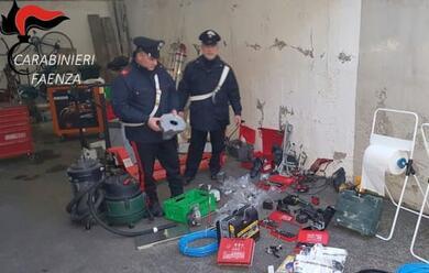 Immagine News - rubano-materiale-dallazienda-per-cui-lavorano-arrestati-padre-e-figlio