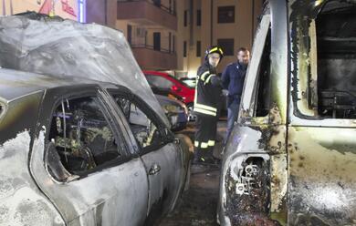 Immagine News - incendio-doloso-in-autosalone-8-auto-distrutte-arrestato-lautore