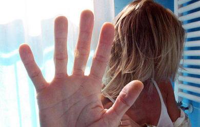 Immagine News - maltratta-la-sorella-davanti-alla-nipote-arrestato-33enne