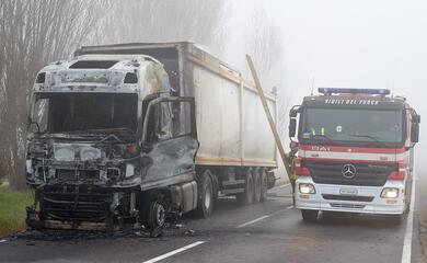 camionista-esce-incolume-dal-suo-mezzo-andato-a-fuoco