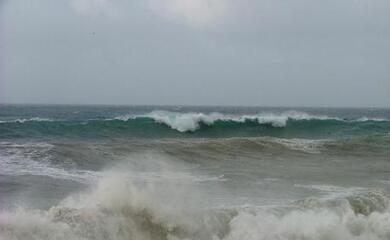 allerta-vento-forte-e-mare-mosso-per-domani-e-sabato