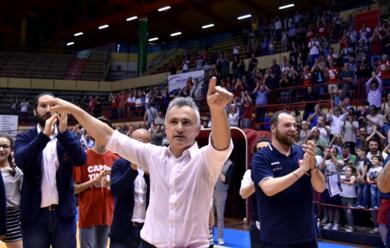 Immagine News - basket-a2-lunieuro-annienta-la-fortitudo-davanti-a-4.500-tifosi-in-festa
