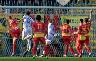 Immagine News - calcio-c-il-ravenna-strappa-altri-applausi-ma-al-benelli-vince-la-reggiana