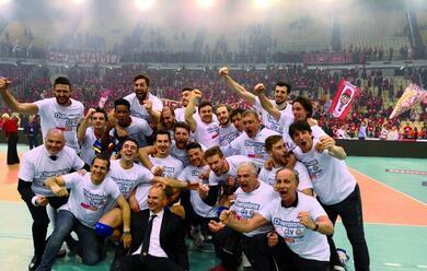 Immagine News - volley-la-bunge-ravenna-vince-la-challenge-cup-ad-atene-dopo-21-anni-dallultimo-trofeo-europeo