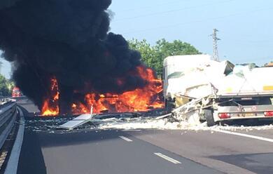 Immagine News - ravenna-camion-si-ribalta-e-prende-fuoco-in-a14bis