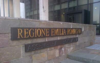 Immagine News - regione-il-areddito-minimoa-approvato-con-i-voti-di-pd-e-movimento-5-stelle