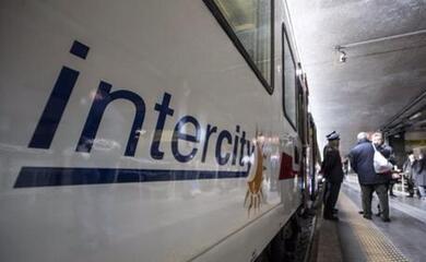 intercity-fermo-oltre-3-ore-nel-faentino-disagi-e-proteste-trenitalia-rimborsera