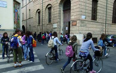 Immagine News - faenza-tema-sui-migranti-la-lettera-di-40-professori-anoi-al-fianco-degli-studenti-attaccatia