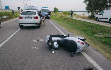 Immagine News - porto-corsini-scooter-tampona-auto-coppia-di-centauri-allospedale