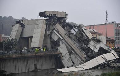 Immagine News - crollo-ponte-a-genova-oggi-in-municipio-a-ravenna-bandiere-a-mezzasta-per-lutto-nazionale