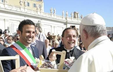Immagine News - cervia-delegazione-da-papa-francesco-consegna-il-sale-dolce