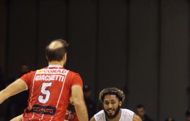 Immagine News - basket-a2-orasi-ravenna-batte-in-volata-unieuro-forla-78-75