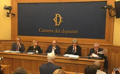 tagli-ai-fondi-per-il-pluralismo-la-protesta-a-montecitorio-di-cooperative-giornalisti-fisc-e-uspi
