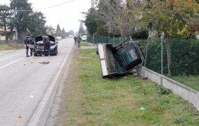 Immagine News - lugo-auto-tampona-apecar-ferito-62enne