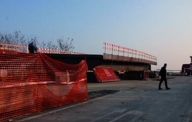 Immagine News - solarolo-si-accumulano-i-ritardi-per-il-ponte-di-felisio-arrivate-le-basi-metalliche-i-lavori-termineranno-a-gennaio