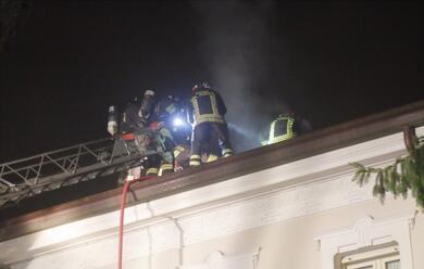 Immagine News - ravenna-a-fuoco-la-canna-fumaria-di-casa-ballardini.-vigili-del-fuoco-al-lavoro-in-via-faentina