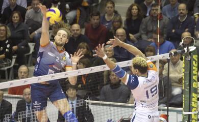 volley-superlega-solo-un-punto-per-la-consar-nello-scontro-diretto-contro-milano