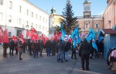 Immagine News - cgil-cisl-e-uil-in-piazza-a-ravenna-contro-la-manovra-del-governo-gialloverde