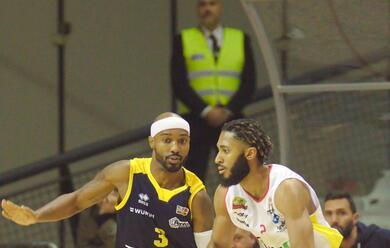 Immagine News - basket-i-derby-sono-targati-ravenna-e-imola-doppia-sconfitta-in-b-per-faenza-e-lugo