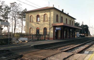 Immagine News - treni-dimezzati-classe-protesta-in-stazione-insieme-a-godo