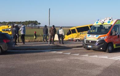 Immagine News - casalborsetti-scuolabus-fuori-strada-morto-lautista