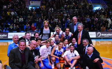 10yearschallenge-cosa-succedeva-nel-basket-10-anni-fa-il-club-atletico-alza-la-coppa-italia-il-mondo-au-cambiato-per-ravenna-e-faenza