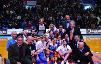 Immagine News - 10yearschallenge-cosa-succedeva-nel-basket-10-anni-fa-il-club-atletico-alza-la-coppa-italia-il-mondo-au-cambiato-per-ravenna-e-faenza