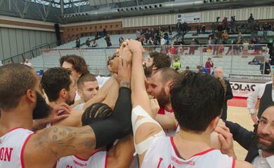 basket-a2-unorasa-perfetta-in-difesa-si-aggiudica-il-derby-contro-cento