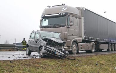 Immagine News - cotignola-si-scontra-in-auto-con-un-camion-uomo-in-gravi-condizioni