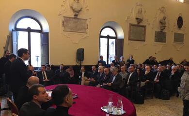 ravenna-quotblocca-trivellequot-il-mondo-delloffshore-in-comune-col-presidente-regionale-bonaccini