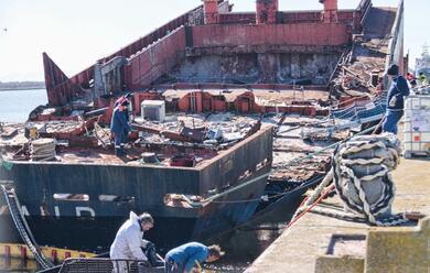Immagine News - ravenna-relitto-abbandonato-in-pialassa-piomboni-tra-i-rifiuti.-sospetto-inquinamento-ambientale