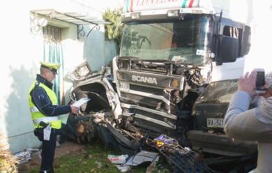 Immagine News - san-zaccaria-auto-contro-un-camion-gravissima-una-donna
