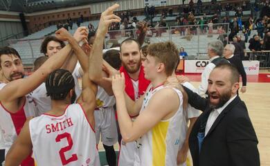 basket-a2-lorasa-vince-il-derby-contro-imola-e-si-rilancia-sorride-anche-forla