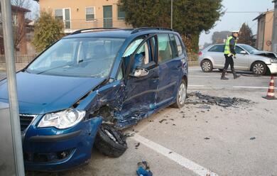 Immagine News - borgo-masotti-schianto-tra-auto-53enne-al-bufalini