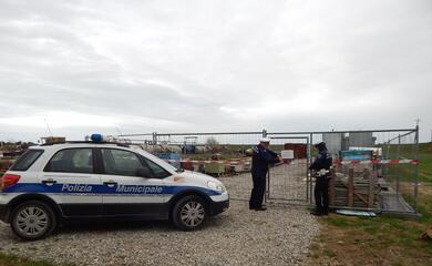 ravenna-la-polizia-sequestra-una-discarica-abusiva-a-campiano-i-rifiuti-occupavano-circa-un-ettaro-di-terreno