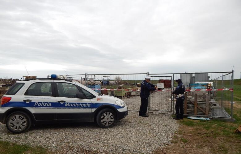 Immagine News - ravenna-la-polizia-sequestra-una-discarica-abusiva-a-campiano-i-rifiuti-occupavano-circa-un-ettaro-di-terreno