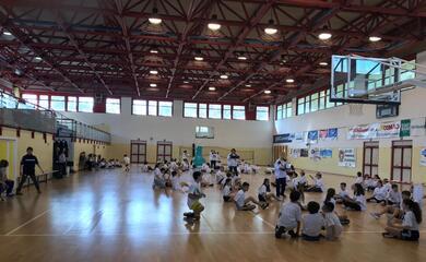 sitting-volley-300-studenti-della-don-minzoni-in-palestra-con-michela-guerra-e-federico-blanc