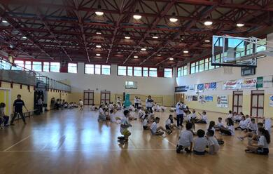 Immagine News - sitting-volley-300-studenti-della-don-minzoni-in-palestra-con-michela-guerra-e-federico-blanc